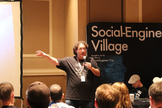 45 Mitnick Social Engineer and DEF CON 21
